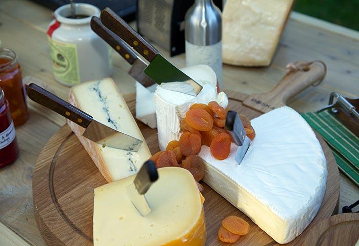 Proeverij met wijn en kaas op locatie als personeelsuitje